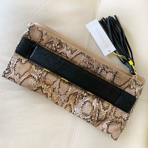 BCBGENERATION CLUTCH BROWN SNAKE FAUX LEATHER TAN